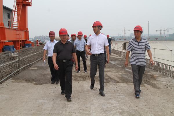 区人大常委会调研汤坝航电工程建设情况